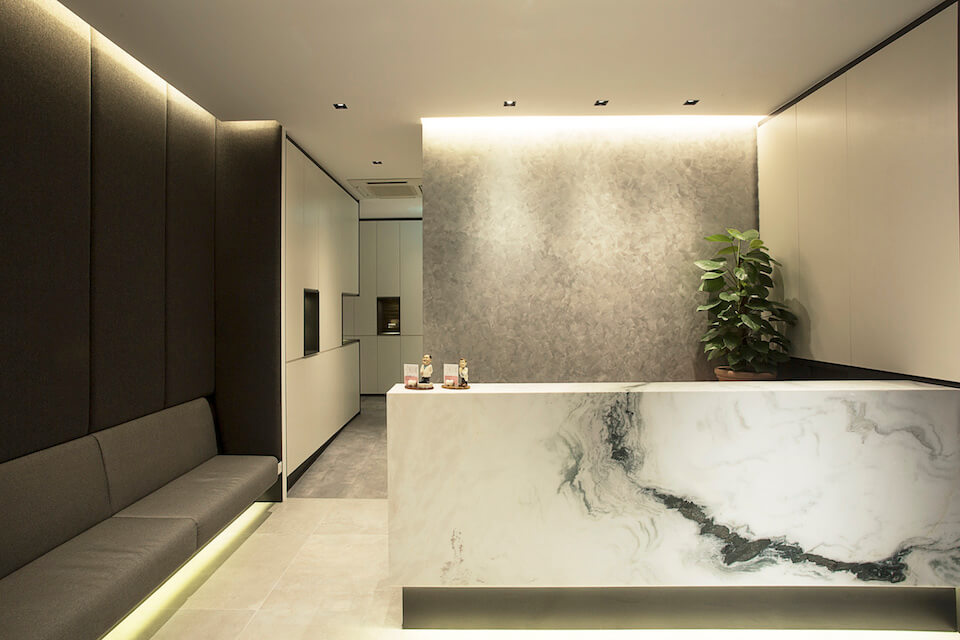 A fresh new space for a dental surgery clinic for Dental clinic interior designs