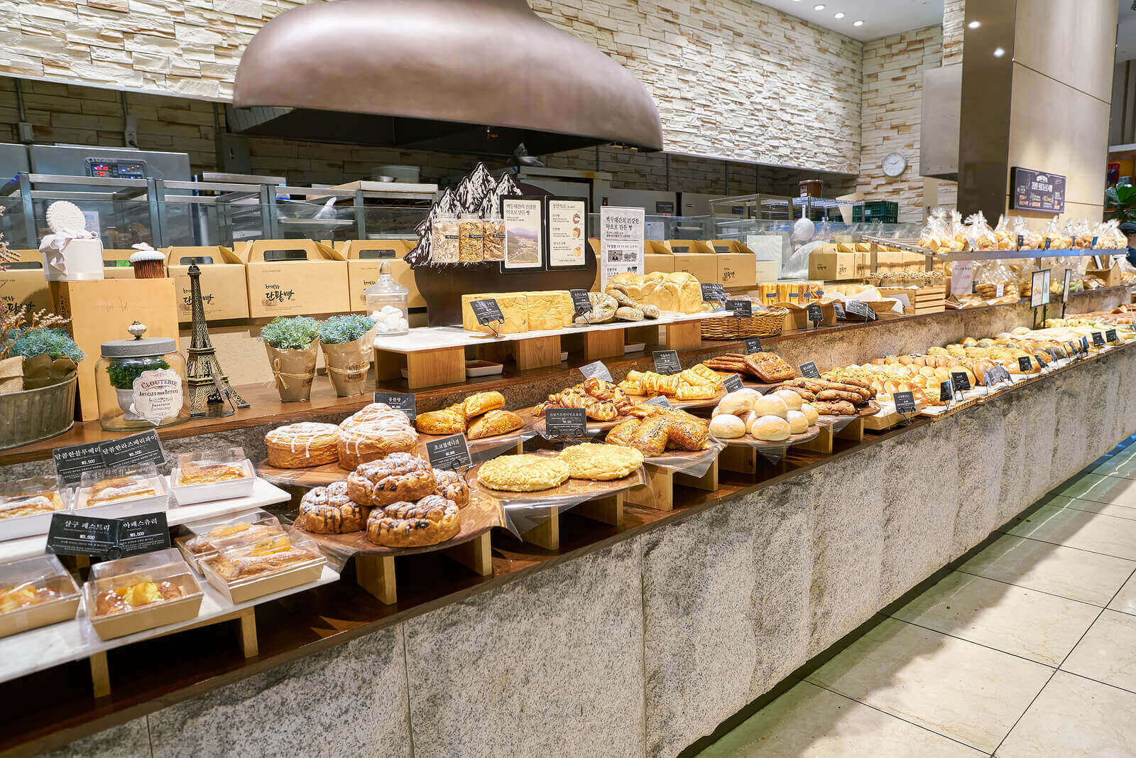 retail interior design bakery layout