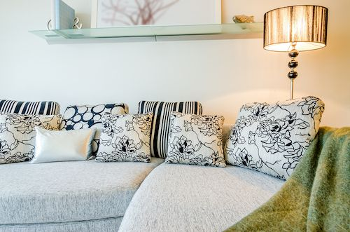 5 Easy Ways To Make Your Sofas Irresistible - Throw Pillows